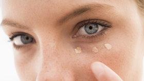 Test korektorů na pleť: Který zakryje kruhy pod očima i pupínky?