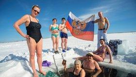 Rusko volí prezidenta, účast je přes 60 %. Opozice hlásí podvody