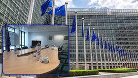 Špinavé hrnky, žádná káva a nedobytné zasedačky. Úředníci EU nemají kde jednat