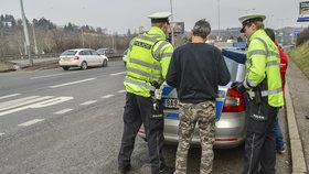 Policisté řešili v Krupce nehodu: Napadli je dva muži