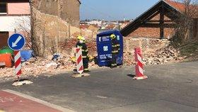 Tragická smrt u Radlické: Na muže se zřítila stěna, nebylo možné ho zachránit
