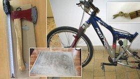 Narezlá sekera, prošlapaný koberec a kolo bez kola. Stát prodává už i cetky