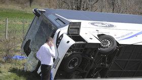 Autobus smetla z dálnice srážka s autem: Nejméně šest mrtvých u Burgasu