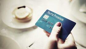 PayPal experimentuje s vlastními platebními kartami