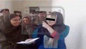 Pašeračka Tereza v pákistánském kriminále: S bachaři se směje, ředitel jí radí