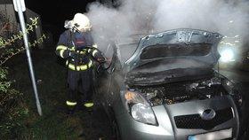 V Písnici hořelo brzy ráno auto. Vyšetřování příčiny teprve proběhne