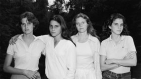 Čtyři sestry se už 40 let společně fotí. Podívejte se, jak se za tu dobu změnily!