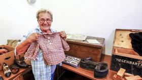 """""""Celá se třesu."""" Děti dostaly poklad rodičů ukrytý 73 let pod podlahou"""
