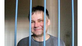 Zeman podpisem nastartuje mašinerii: Kudy vede Kajínkova cesta na svobodu?
