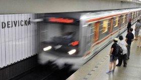 K opravovaným stanicím metra se připojí Dejvická. Zmodernizuje se její osvětlení