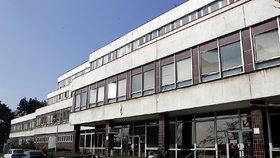 Nemocní jsou hospitalizovaní v Nemocnici na Bulovce.