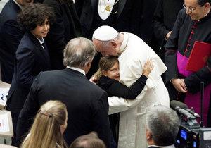 Papež přijal rodiny obětí teroru v Nice. Vyzval křesťany a muslimy k dialogu