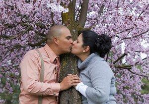 Květen přeje lásce a zamilovaným, uzavřít manželství v tomto měsíci podle lidových moudrostí ale přináší neštěstí.