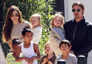 Osmičlenná rodina Jolie-Pittových