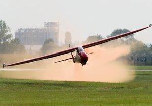 Smutná nehoda kluzáku na Jindřichohradecku: Pilot pád nepřežil (Ilustrační foto)