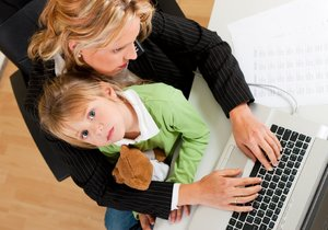 Práce i péče o malé dítě se dají skloubit, pokud vám vyjde zaměstnavatel vstříc.