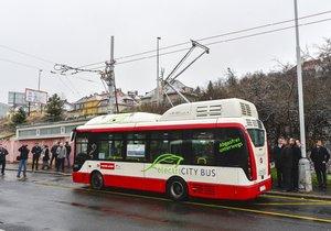 Už v příštím roce by měl po Praze jezdit elektrobus bez řidiče. (ilustrační foto)