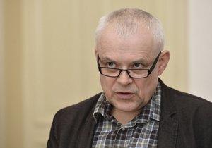 Zdravotní potíže expremiéra Špidly:  V nemocnici ho prý čeká dlouhá léčba