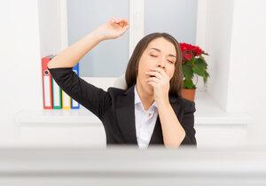 Borelióza o sobě může dát vědět únavou, kterou mohou provázet bolesti kloubů či potíže s močením