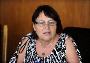 Anna Šabatová tvrdí, že v Sanatoriu Lotos pro lidi postižené Alzheimerovou chorobou v Ostředku na Benešovsku porušují zákon a klienty ponižují.