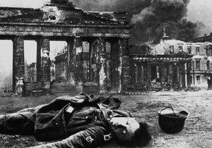 Krvavá realita druhé světové: Dobové snímky z bitvy o Berlín