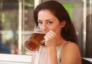 Pivo vás před klíšťaty neochrání.