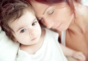 Ponocování s dítětem vám dá po čtyřicítce nečekaně zabrat