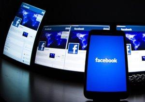 Falešná zpráva koluje na Facebooku. (Ilustrační foto)