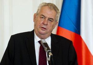 Prezident Miloš Zeman na tiskové konferenci před novináři