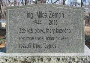 Lidová tvořivost už dotáhla Zemanův náhrobek do finální podoby.