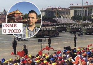 Reportáž z čínské vojenské přehlídky: Nefalšovaná totalitní radost v praxi