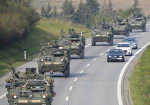 """Americká a britská armáda """"vtrhne"""" do Česka: Zemí projede další konvoj"""