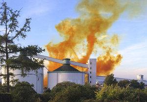 Výbuch továrny na kaučuk v Kralupech: Na místě nastal požár (ilustrační foto)