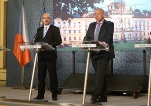 Premiér Sobotka a ministr vnitra Chovanec po jednání o bezpečnostní situaci (Ilustrační foto)