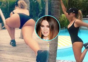 To je ale výstavní pozadí! Khloe Kardashian se rozcvičovala u bazénu.