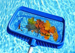 Pokud bazén nezabezpečíte před mrazy a necháte ho zanesený, riskujete, že se zničí.