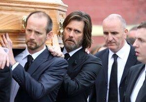 Jim Carrey na pohřbu své expřítelkyně