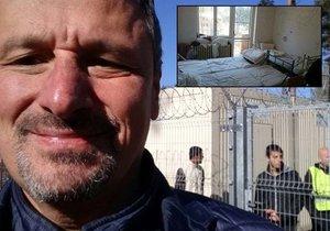 """Poslanec si pořídil selfie v uprchlickém táboře: Běženci odevzdaně říkají """"help"""""""