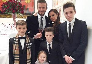Krásná anglická rodinka! Podívejte do soukromého alba Davida a Victorie Beckhamových.