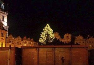 Vánoční pražské překvapení: Stromeček už zázářil. O čtyři dny dříve, než měl