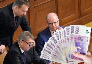 Bohuslav Sobotka (ČSSD) svede v roce 2017 boj a předsednické křeslo ve své straně. S Andrejem Babišem si to pak rozdají v parlamentních volbách.