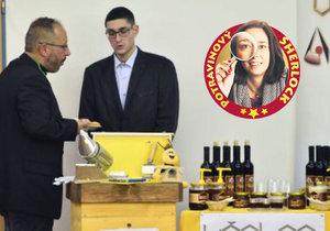 Včelpo na sjezdu nabízelo košt svých medů, a to přímo za dozoru svého ředitele Panagiotise Margaritopoulose.