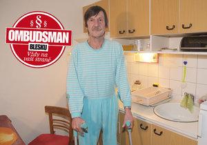 Josef Lánský se dnes neobejde bez holí. Úraz na leštěné žule mu přinesl trvalé následky a řadu komplikací.