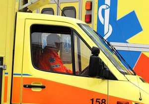 Řidič na Litoměřicku nezvládl řízení a vyjel mimo vozovku! Pět lidí je zraněno. (Ilustrační foto)