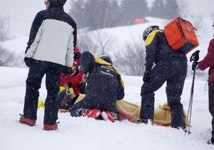 Při silvestrovské lyžovačce v Alpách zemřel 40letý Čech. (ilustrační foto)