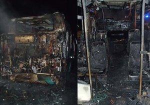 Autobus v Mladých Bukách shořel za jízdy: Řidič skončil v nemocnici.
