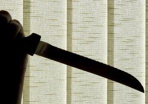 Čtrnáctiletý mladík napadl v noci na dnešek své rodiče nožem. (Ilustrační foto)