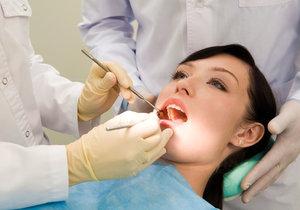 Špatná zubní hygiena se nemusí vyplatit.