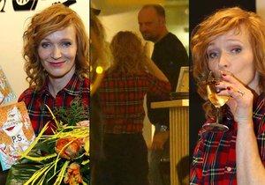 Aňa po čtení ze své knihy zašla s neznámým mužem do restaurace.