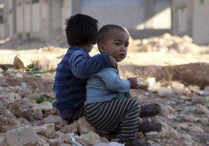 Syrské děti omrzají rodičům před očima, nemají peníze na zimní oblečení